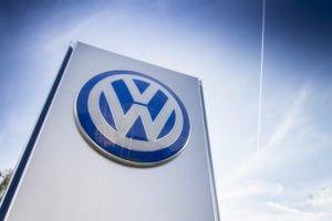 Bild: Die Volkswagen Bank und die Volkswagen Financial Services hatten ein erfolgreiches 2015 Bildquelle: josefkubes - 320501954 / Shutterstock.com